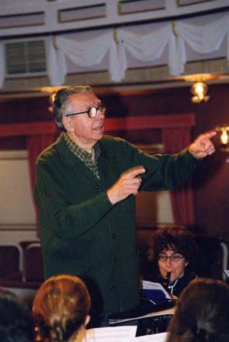 D. José De la Vega dirigiendo en el Teatro Municipal de Almagro a la Banda Municipal del pueblo.