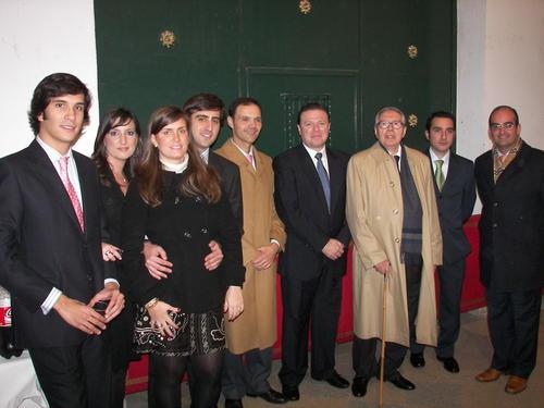 D. José De la Vega junto a los miembros de la Asociación